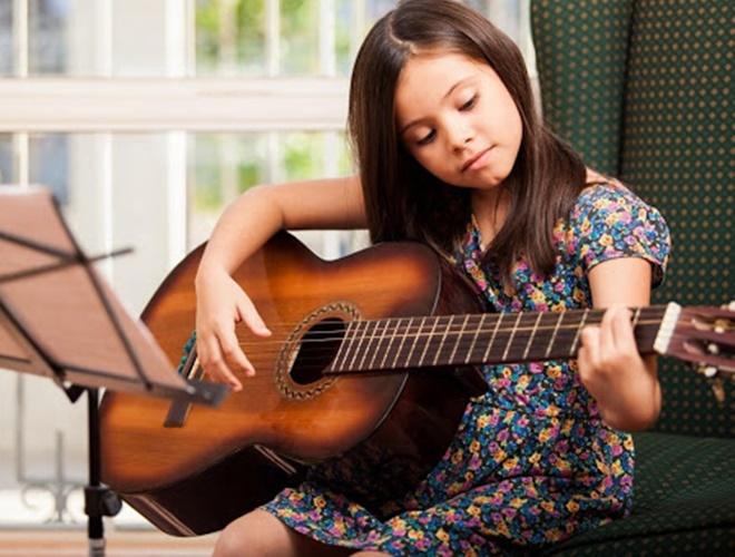 Lợi ích khi cho bé tiếp xúc với âm nhạc sớm