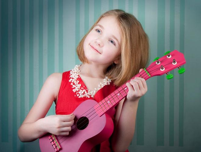 Nên chọn guitar acoustic hay guitar điện cho bé